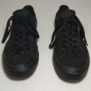 Converse black low size 10